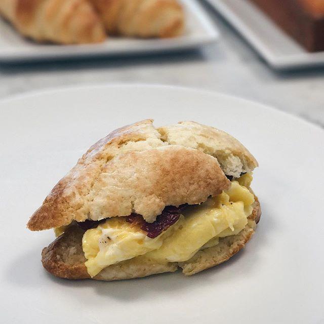 """Questo è il breakfast sandwich con uova e bacon. Arriva il vero brunch da """"i cinque grani""""! Venite domenica 19 novembre dalle 10 alle 16 a provarlo!!"""