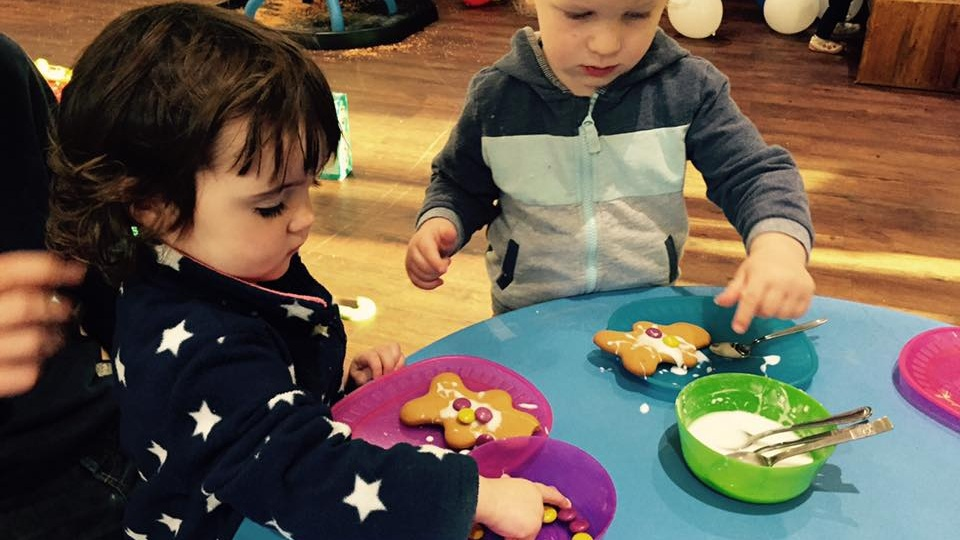 children's groups - At about 10.40 the children can go to tailor-made groups suitable to their ages:  4-7; 8-10; 11-14. There's always toddler toys in a dedicated space where parents can feel free to be.