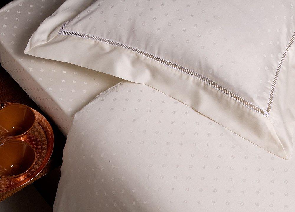 bed-1284666_1280.jpg