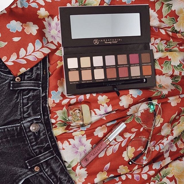New Year, New Makeup. Finally got the #anastasiabeverlyhills Modern Renaissance palette 😍