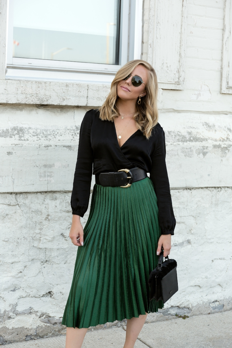 black-and-gold-ray-ban-sunglasses.jpg