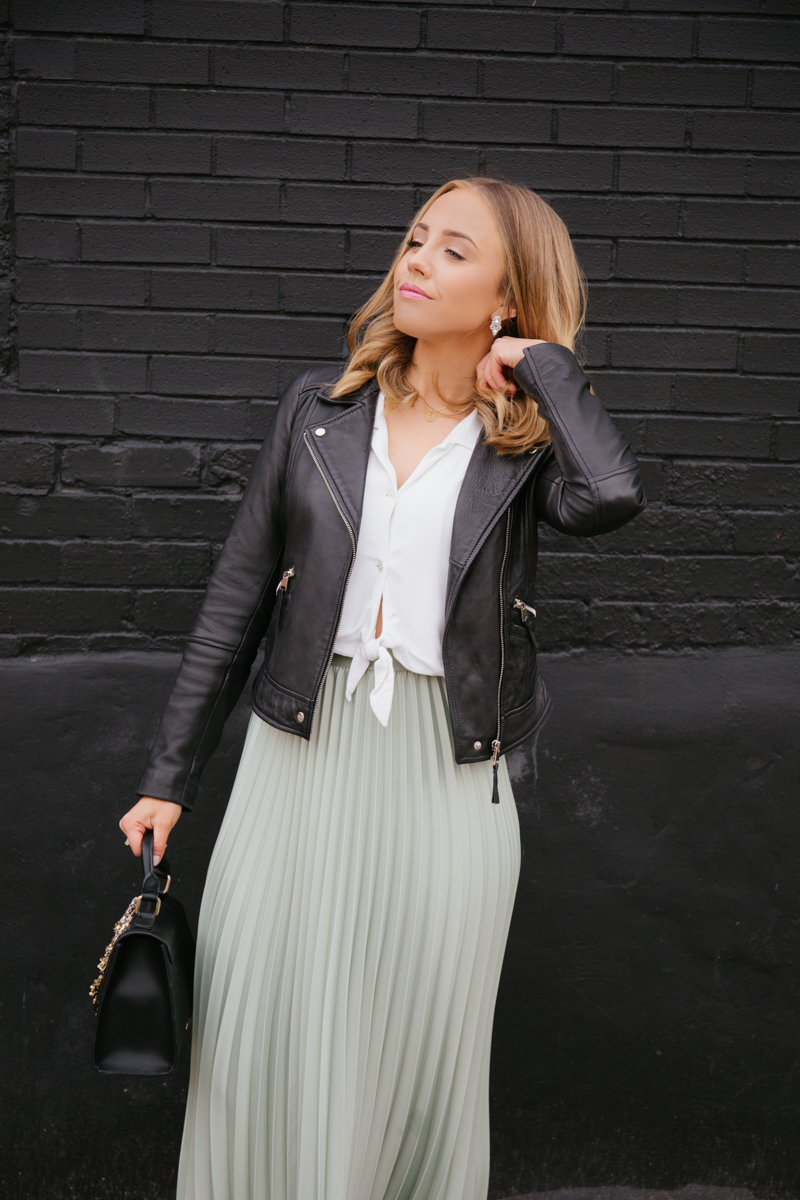 black and white blogger outfit.jpg