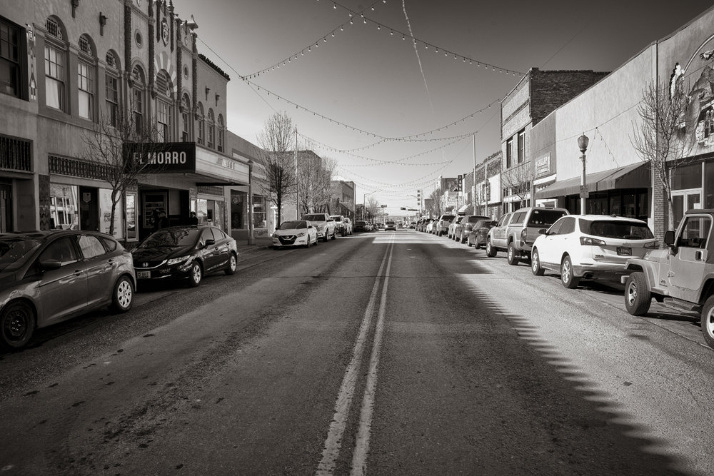 A downtown street in Gallup, population 21,700. The city is a narrow strip of McKinley County, surrounded by the Navajo Nation . Don Usner / Searchlight New Mexico.