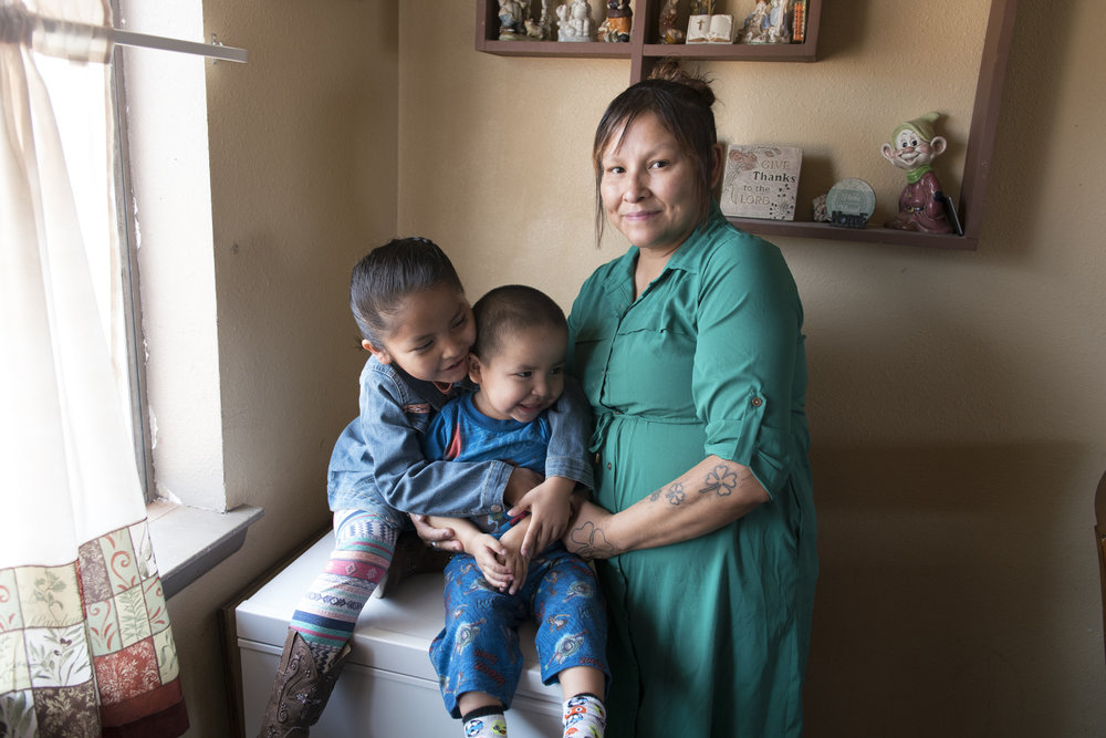 Kadence, Nicholas and Lisa Lee at home . Don Usner / Searchlight New Mexico.