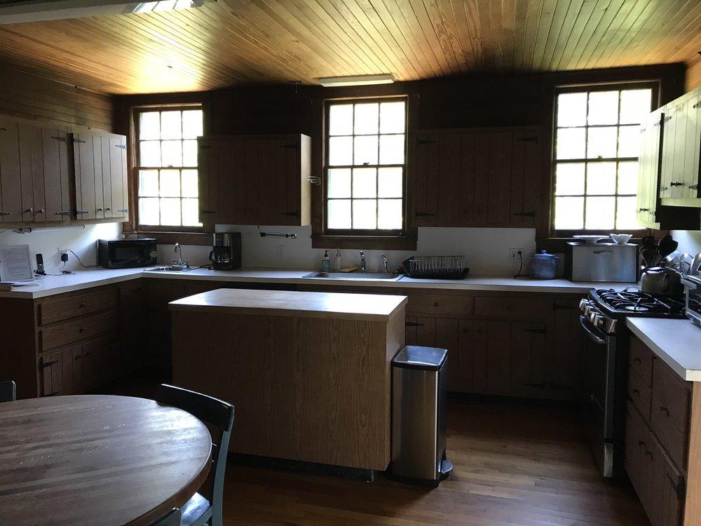 12. Kitchen.jpeg