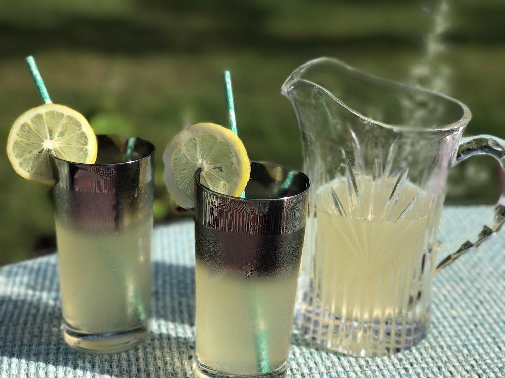 https://www.50shousewifeme.com/cooking/2017/7/20/50s-homemade-lemonade