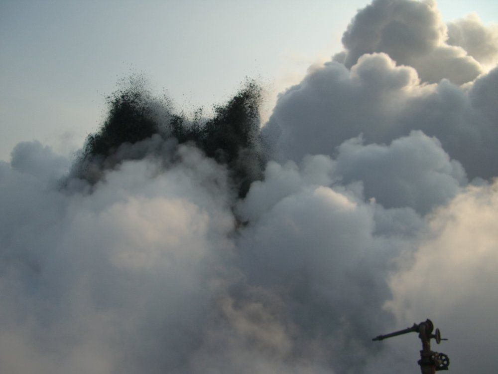 East Java (Indonesia) blowout( still ongoingcould not fix ths one 2007