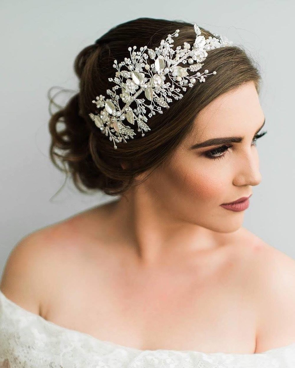 d7435997c TOCADOS PARA NOVIA. El tocado de novia es uno de los accesorios must para  complementar tu outfit ...