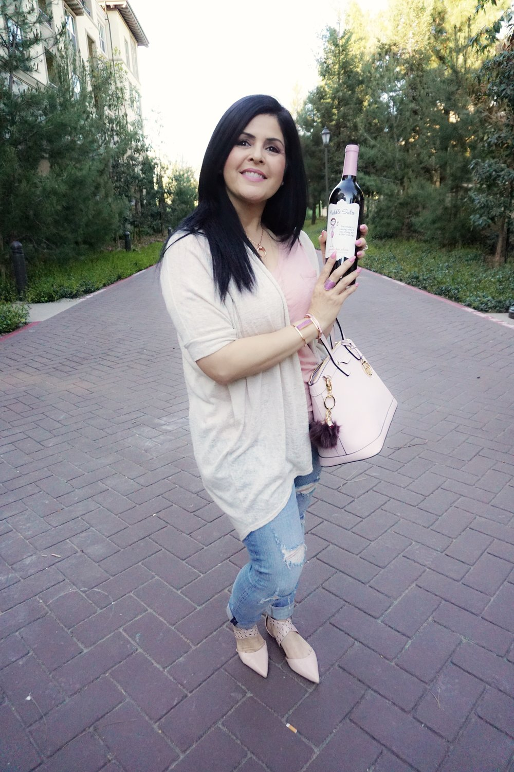 Wearing my blush pink with neutral and in my hand my pink girly   Middle Sister wine   for the girls #middlesisterwine