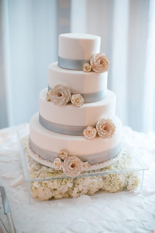 White Cake 1.jpg