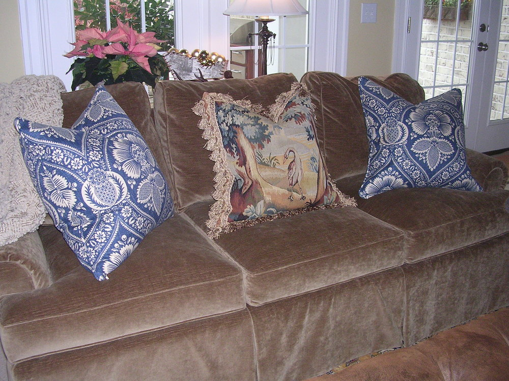 The blue pillows were fabricated by Complimentary Designs.