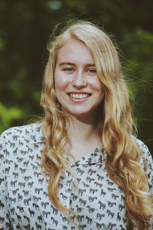 MARIE PILOTE - Marie est à sa première année de droit à l'université McGill. Elle est une francophone originaire de la ville de Québec. Elle est Responsable du volet collégial de la campagne Sans oui, c'est non, un organisme visant à lutter et prévenir les violences à caractère sexuel sur les campus postsecondaires. Elle s'est impliquée à la Fédération étudiante collégiale du Québec (FECQ) comme Coordonnatrice aux relations et aux communications durant 2016-2017. Elle aime le théâtre, la poésie et la politique québécoise. Pour elle, le féminisme est une nécessité afin de parvenir àl'égalité pour tous, notamment dans les milieux comme le droit qui sont traditionnellement très masculins et dont les institutions et façons de faire, de penser sont encore imprégnés des années où cette pratique était réservée uniquement aux hommes.
