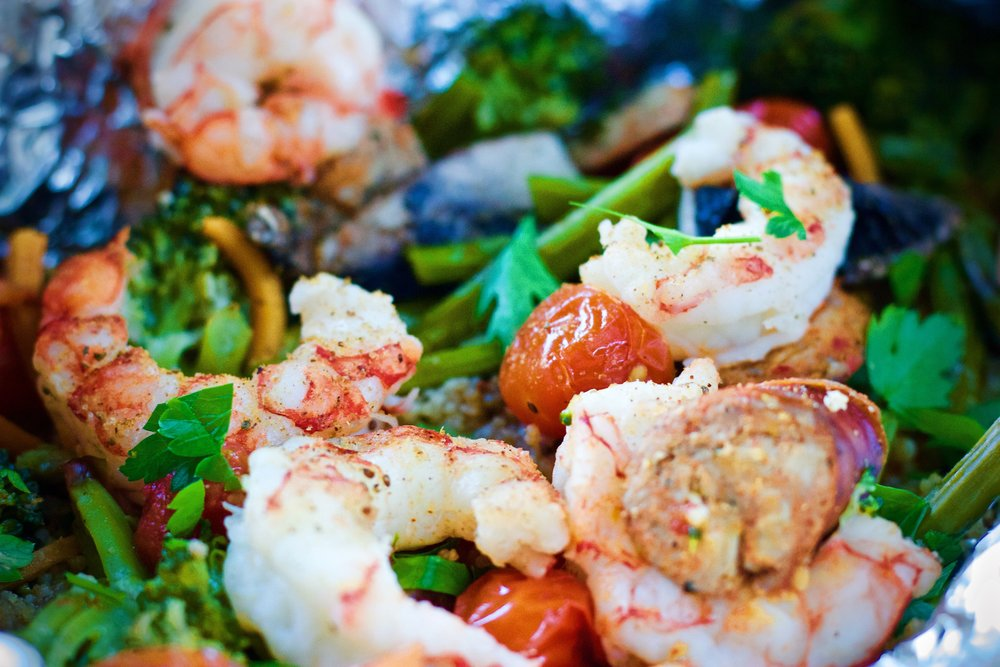 Healthy Lemon Garlic Shrimp and Sausage Foil Packs www.cardiocoffeeandkale.com