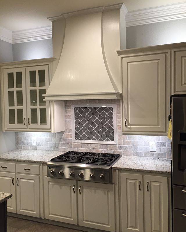 Complete Kitchen Makeover by TiliaDesignCo . . . . . #cabinets #kitchen #makersmovement #furniture #decor #homedecor #interiors #interiordesign #interiordecorator #dallastx #fortWorth #Southlake #Keller #Colleyville #dallasdesigndistrict #darling #darlingmovement #fauxfinishing #refinishingwood #woodworking #hgtv #fixerupper #bespoke #fashionista #style #dallashomes #craft #fineart