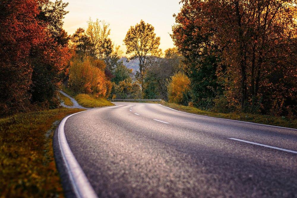 road-3777610_1920.jpg