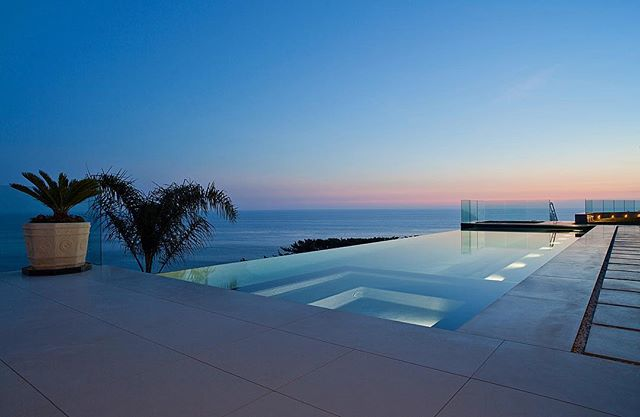 Nice place to enjoy end of Summer Evenings! . . . . . #malibu  #pacificocean  #oceanview  #infinitypool  #highendresidential  #luxuryhomes  #modernarchitecture  #suttonsuzukiarchitects