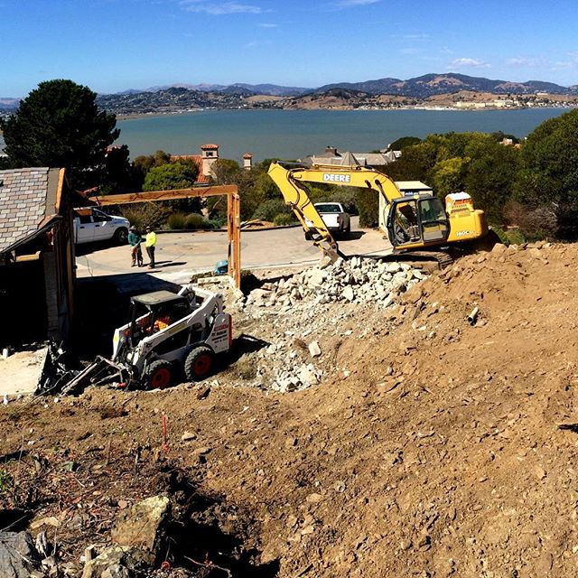 ...and this is how it all begins. . . . . . #jobsite #tiburon  #bayview  #earthmovers  #suttonsuzukiarchitects