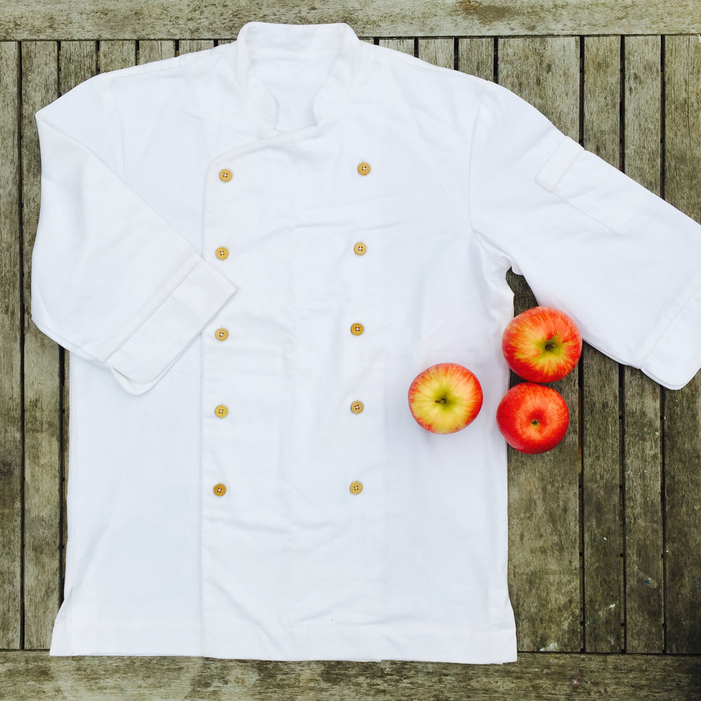 CHEF JACKETS IN WHITE OR BLACK