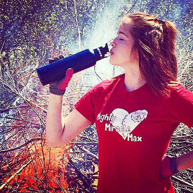 This lovey young lady is staying hydrated with her ice cold water while spending the day working around fire! 🔥 Thanks for the shot @ansindt!  #startup #supportlocalbusiness #supportlocal #smallbusiness #utahbusiness #stainlesssteel #swag #customswag #customized #custom #waterbottle #stainlesssteelwaterbottle