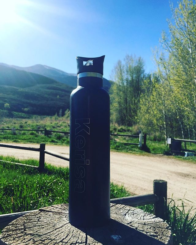 Our bottles love to be outside as much as we do! Nothing like cold water while workin hard fly fishing!  #customproducts #customswag #stainlesssteel #custom #provo #provoriver #flyfishing #flyfishutah #utah #beautahful #greatoutdoors #mountainriderswag