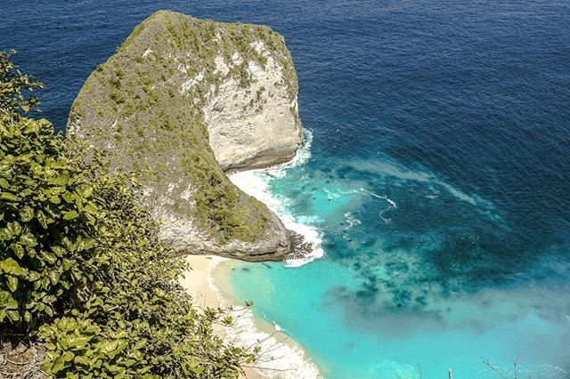Well if it isn't T-Rex himself. This was by far our favourite view on Nusa Penida during our recent Indonesian trip. Have you been??