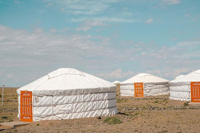 Our cute accomodation in the middle of the Gobi Desert! 🏕 Tag who you'd stay with!!