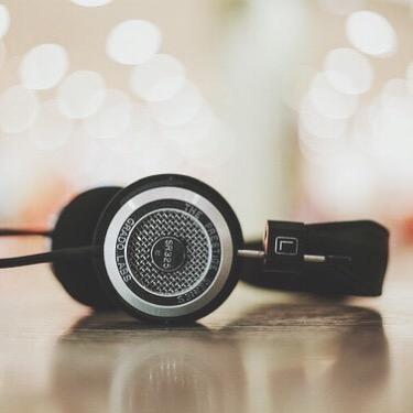 """Music is one of the many ways we connect with one another. Whether it's going to a concert, feeling """"spoken"""" to through a song on the radio, or sharing a playlist... we are able to experience a social connection✨⠀⠀ ··⠀⠀ I want to connect with YOU and invite you to share some of your favourite tunes 🎧🎵⠀⠀ .⠀⠀ .⠀⠀ .⠀⠀ #music #mentalhealth #community #playlist"""