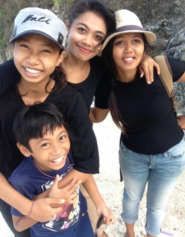 Putu and her family (image via Putu's GoFundMe page)