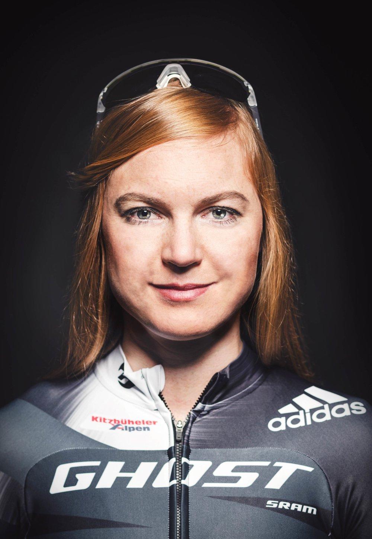 """Dubbel världsmästare och OS 6:a i mountainbike """"Toppfysik tar vid där mina egna kunskaper tar slut och hjälper mig verkligen att nå längre än jag skulle klarat på egen hand. De är kunniga, engagerade och pålitliga, och vi har väldigt roligt ihop."""""""