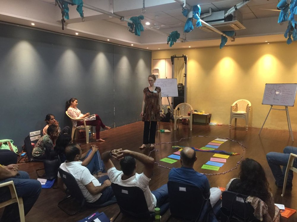 L'aura Joy, facilitating a workshop on NVC (Mumbai, Dec 2018)