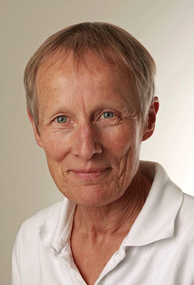 """MASSAGESKOLEN ved Gunna Højgaard er en af de """"gamle"""" skoler.  Gunna er pioner i at udforme moderne fysiurgisk massage på dansk grund."""