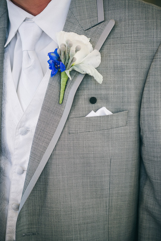 NH Wedding Photographer: groom's boutonniere