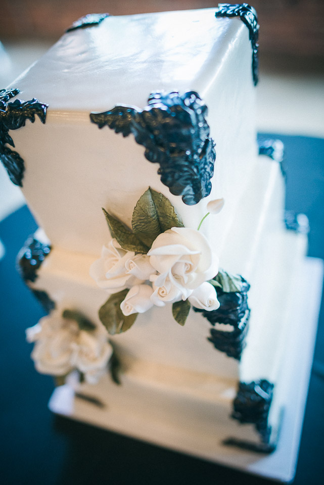 NH Wedding Photography: wedding cake at Rivermill