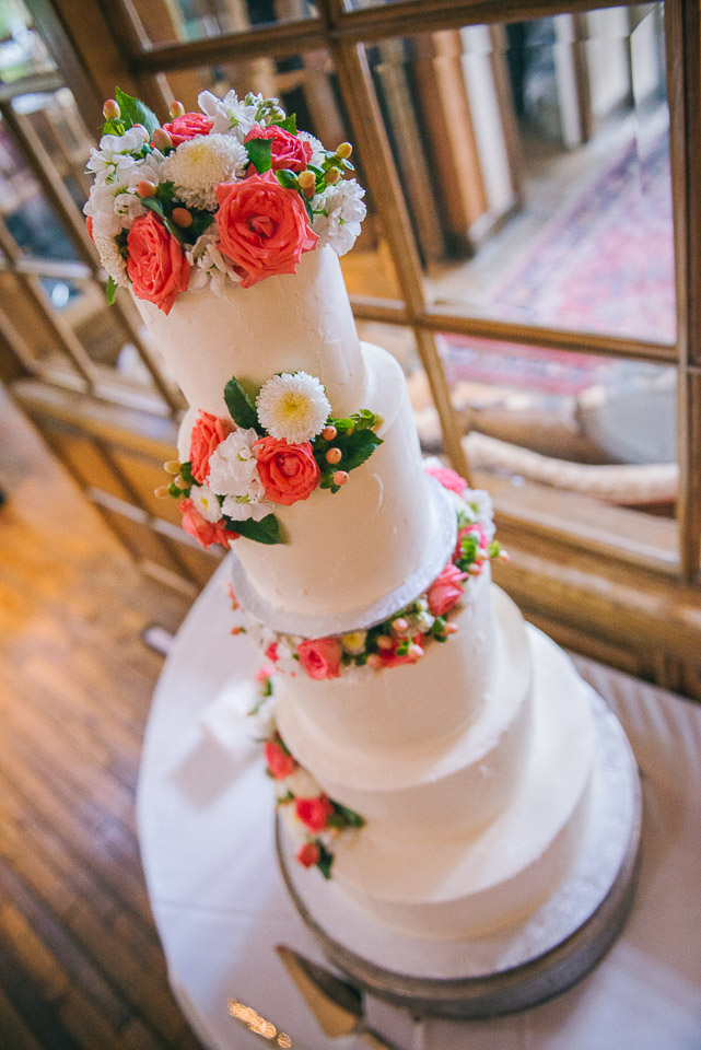 NH Wedding Photography: wedding cake