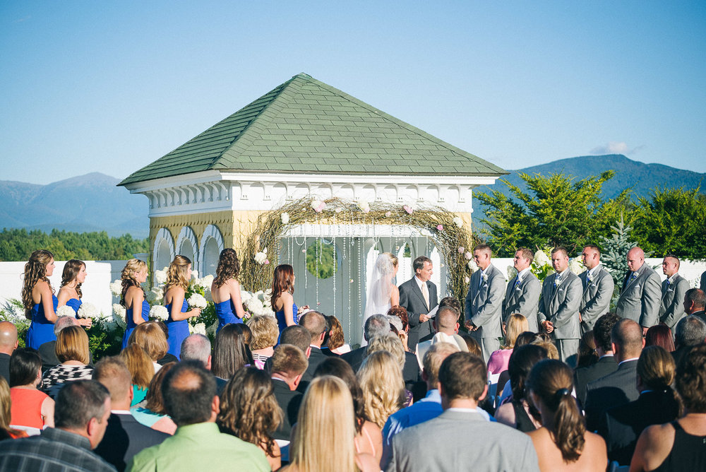 NH Wedding Photography: wide shot of ceremony