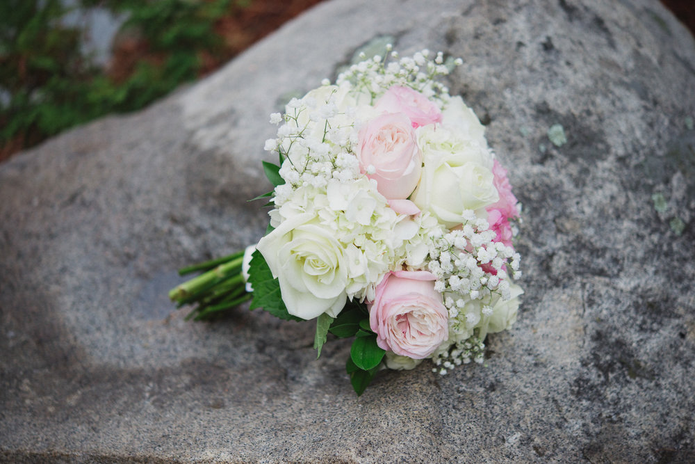 NH Wedding Photography: bouquet on rocks