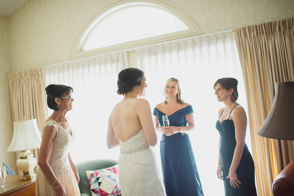 NH Wedding Photography: bridesmaids getting ready