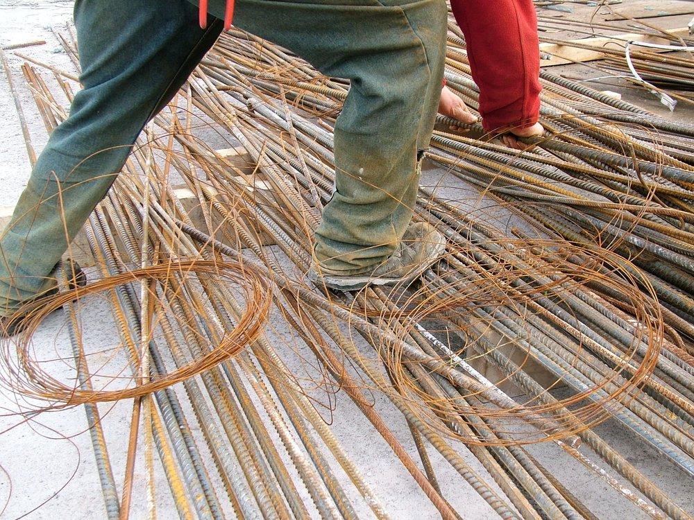 waste-loose-tying-wire-steelfixing.JPG