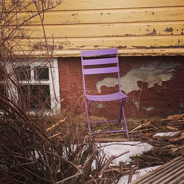 Kevättä ilmassa; Runokuun talkoolaishaku on alkanut! #runokuu #poetrymoon  #talkootyö #yhdessäenemmän #kesäheila  Tule mukaan talkoolaiseksi Runokuu-kirjallisuusfestivaalille Helsinkiin 20.-26.8.2018! Tarvitsemme vapaaehtoisiksi talkoolaisia, jotka mm. vastaavat ohjelman kulusta tapahtumapisteillä, esiintyjien vastaanotosta sekä auttavat julisteiden jakelussa, tiedottamisessa ja valokuvaamisessa. Työtehtäviä on tarjolla koko viikon ajan, ja voitkin valita sinulle sopivan päivän tai päivät. Työtehtävät toteutetaan mahdollisuuksien mukaan pareittain.  Voit hakea talkoolaiseksi 11.6. mennessä. Talkoolaisuuteen sisältyy kaksi koulutustilaisuutta 3.8. klo 17 ja 15.8. klo 17. Talkoilemisesta ei makseta palkkioita tai matkakuluja. Sen sijaan tarjoamme kiinnostavan festivaalin ja hauskoja työtehtäviä, tapahtumajärjestämiskoulutusta, talkoopäivien ruokailun, Nuori Voima -lehden vuosikerran, yhteisen kiitoskaronkan sekä pyydettäessä työtodistuksen.  Hae talkoolaiseksi ilmoittamalla seuraavat tiedot:  Nimi, puhelinnumero, sähköpostiosoite, syntymävuosi, ensisijainen kiinnostuksenkohteesi Runokuussa sekä sinulle sopivat päivämäärät. Kerro myös jos sinulla on jokin erityinen taito kuten video- tai valokuvaus, kassakokemusta, kielitaitoa, ensiaputaidot tai järjestyksenvalvojakortti. Hakemus lähetetään Runokuun tuottajalle Annalle osoitteeseen anna.ulvinen@nuorenvoimanliitto.fi. Kysy myös lisää jos jokin askarruttaa!