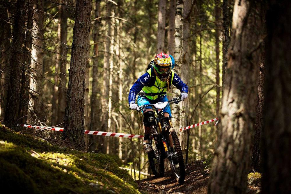 Hilde på NesbyEnduro. Foto: Kristoffer Kippernes/Terrengsykkel.