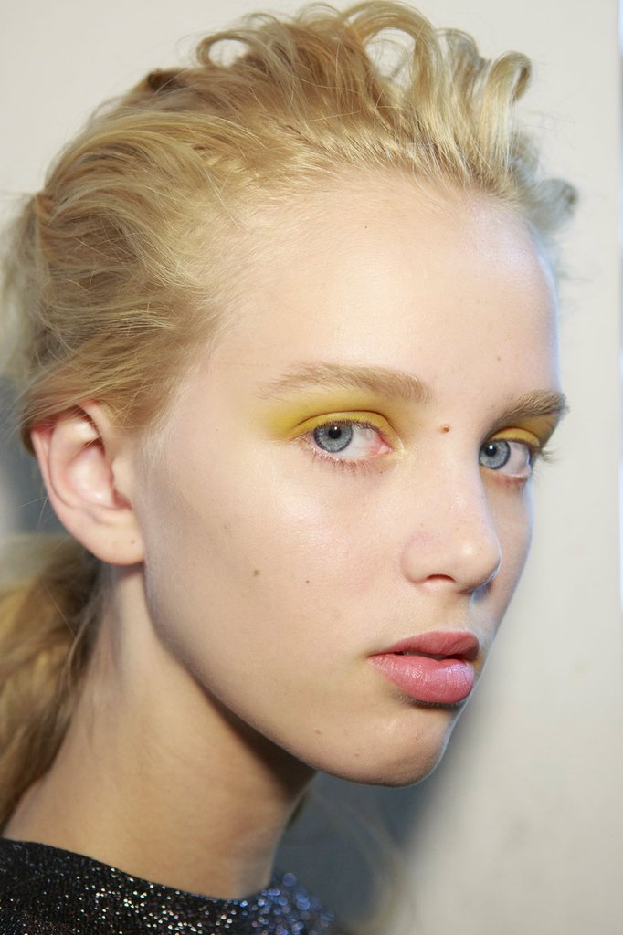 Sportmax came up with quite the fierce look, yellow/mustardish eyeshadow and untidy ponytails where the star of the show.