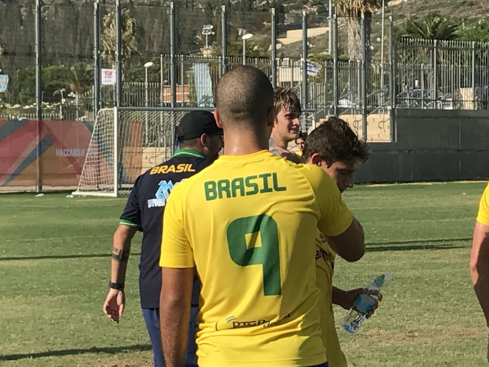 Same number, same haircut, same standing. Ronald Lime (Uri Levy/BabaGol)
