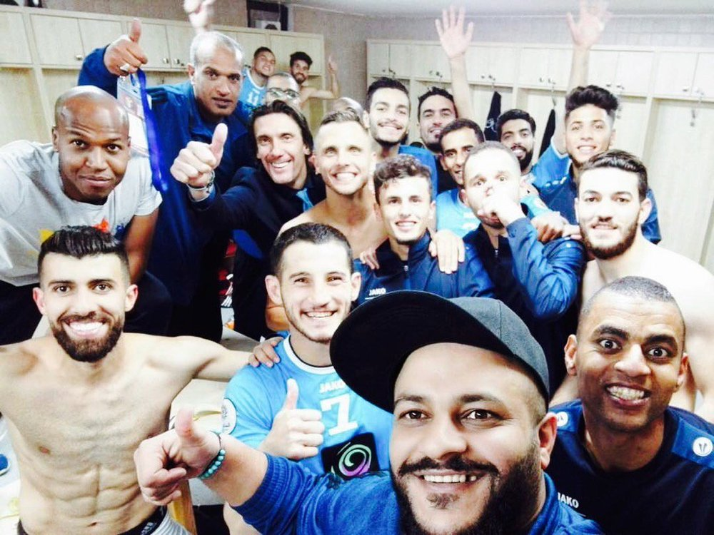 """We are like a family in this club"". Lukasz with Nebojsa Jovovich & Al-Faisaly players (Neboja Jovovich twitter)"