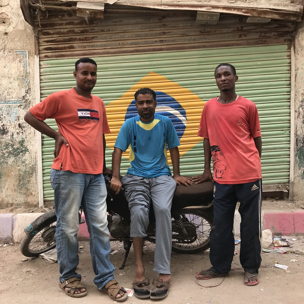 """They can also personally relate to the struggles of the millions of Brazilians"", Lyari's people and the Brazilian flag (Photo: Bilal Hassan)"