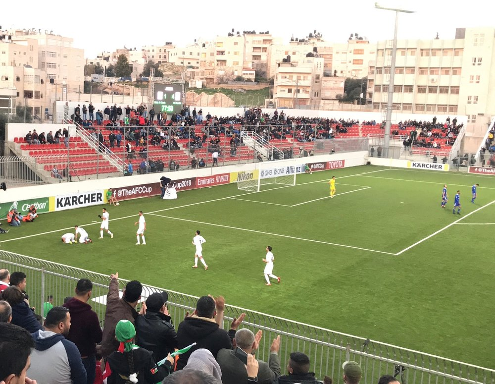 Al-Wehdat players, celebrating a goal in Jerusalem with a sujood (Uri Levy)