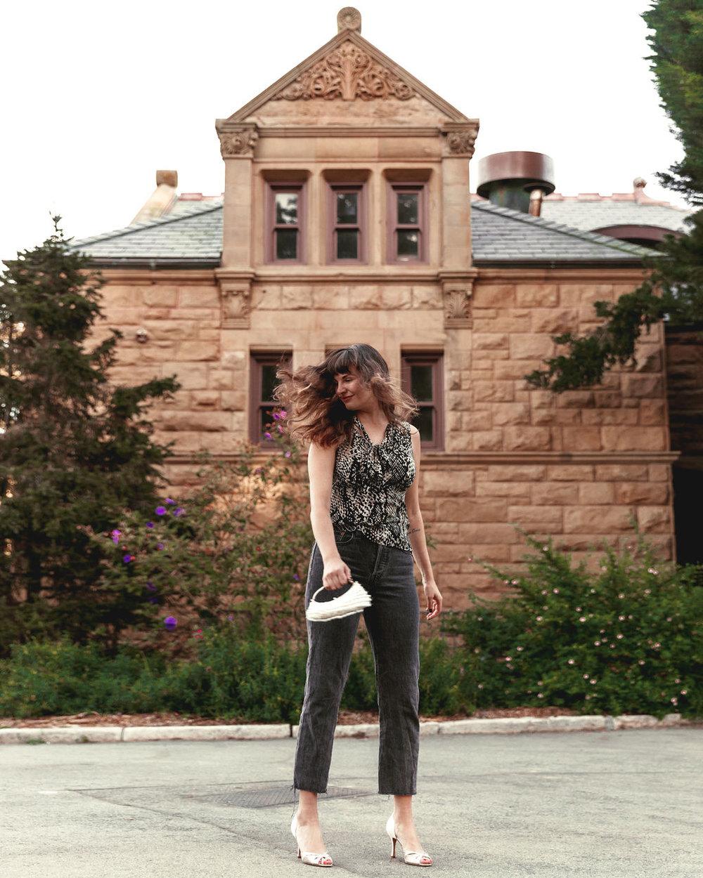 Modern Minimalist Blogger Que Sera Sahra from San Francisco