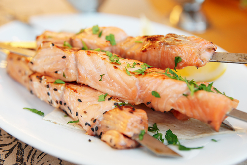 brochettes-saumon-sauce-yogourt-lime-2446.jpg