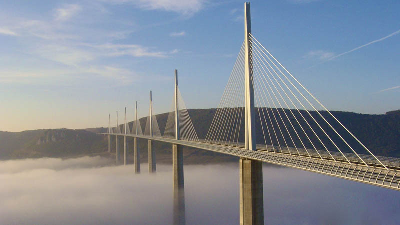 worlds-tallest-bridge-millau-viaduct-france-2.jpg