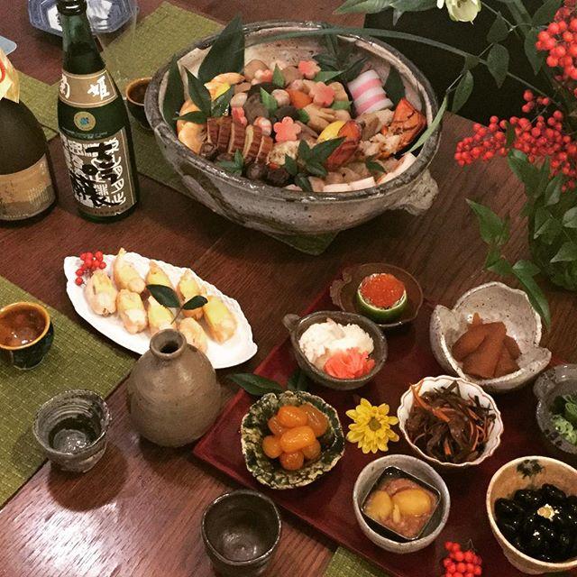 Happy New Year ! 🍱 #osechi #fugu #sushi #sake