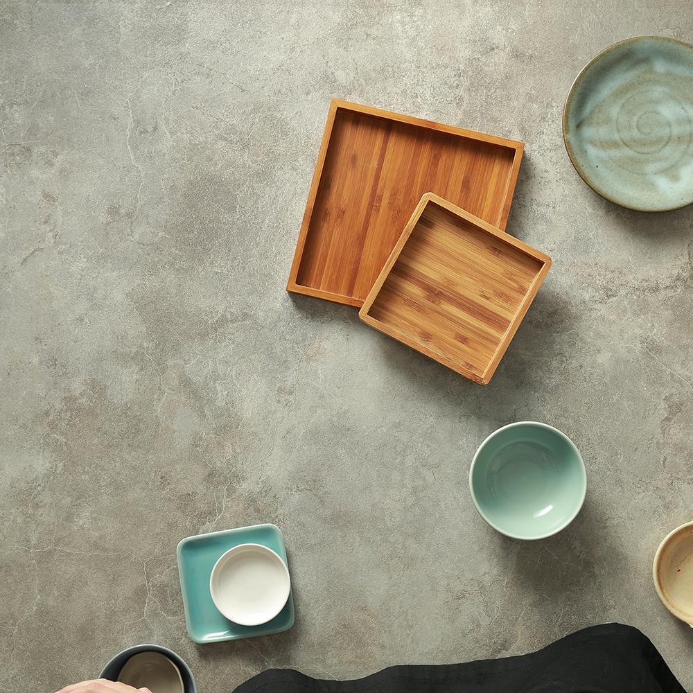 Những hoạ tiết trên bát đĩa là thuộc nền văn hoá nào? Màu sắc của nó có bắt mắt hơn sản phẩm không? -